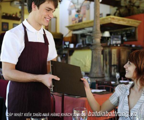 Lưu ý trong quy trình phục vụ nhà hàng khách sạn mà nhân viên cần biết