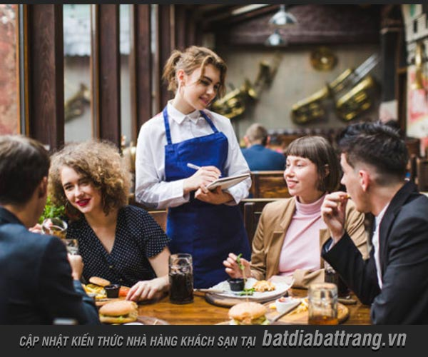 Nhân viên phục vụ cần biết quy trình phục vụ tại quán cafe
