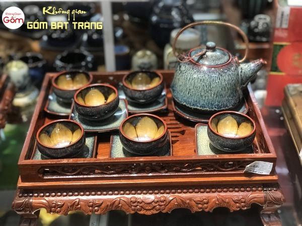 Ấm trà Bát Tràng có nhiều mẫu mã và kiểu dáng độc đáo