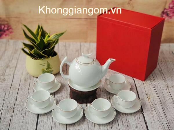 Bộ ấm trà sứ trắng viền chỉ vàng Bát Tràng