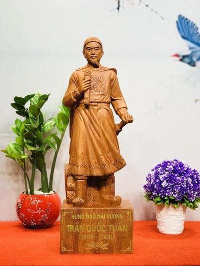 Mẫu tượng gỗ Trần Quốc Tuấn