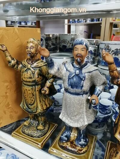 Tượng Trần Hưng Đạo men rạn cổ điển