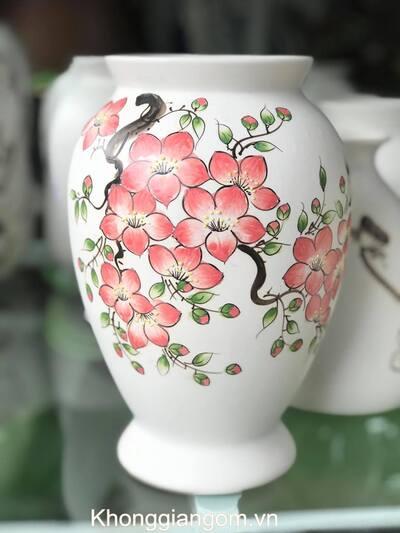 Bình gốm vẽ hoa đào hồng