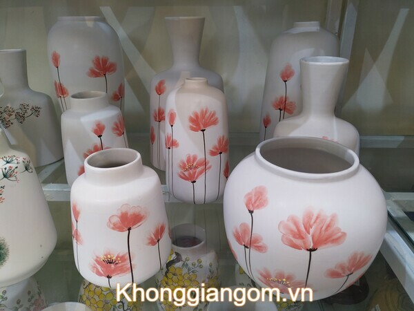Bình gốm cắm hoa đơn giản