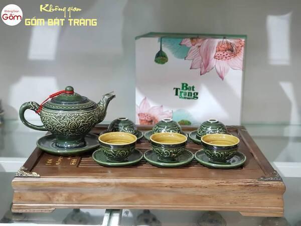 Bộ trà màu xanh khắc nổi tinh tế