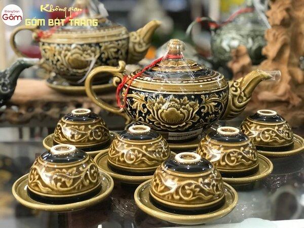 Bộ ấm trà vàng đất khắc nổi