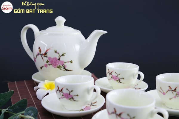 Ấm trà sứ trắng vẽ họa tiết